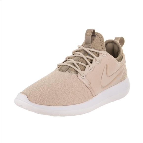cb3af88bd153 Women s Nike Roshe Two SE running shoe. M 5a8a44228af1c58ee1907f9c